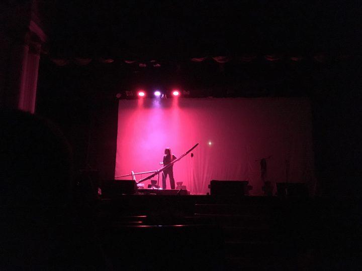 Penampilan Senyawa di Gedung Kesenian Jakarta (22-12). Wukir Suryadi menggesek instrumen 'garu' dengan bow. (Serunai / Irene S)
